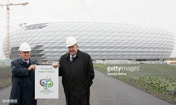 Fussball WM 2006 Muenchen Lennart Johansson besucht FIFA WM Stadien FIFA Stadion Inspekteur Senes ERZIK und UEFA Praesident Lennart JOHANSSON 021104