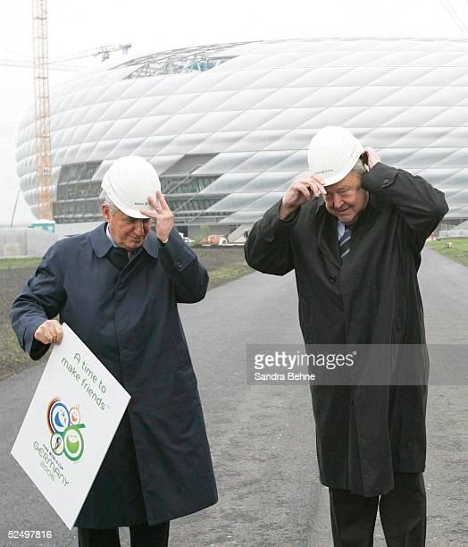 Fussball WM 2006 Muenchen Lennart Johansson besucht FIFA WM Stadien FIFA Stadion Inspekteur Senes ERZIK und UEFA Praesident Lennart JOHANSSON...