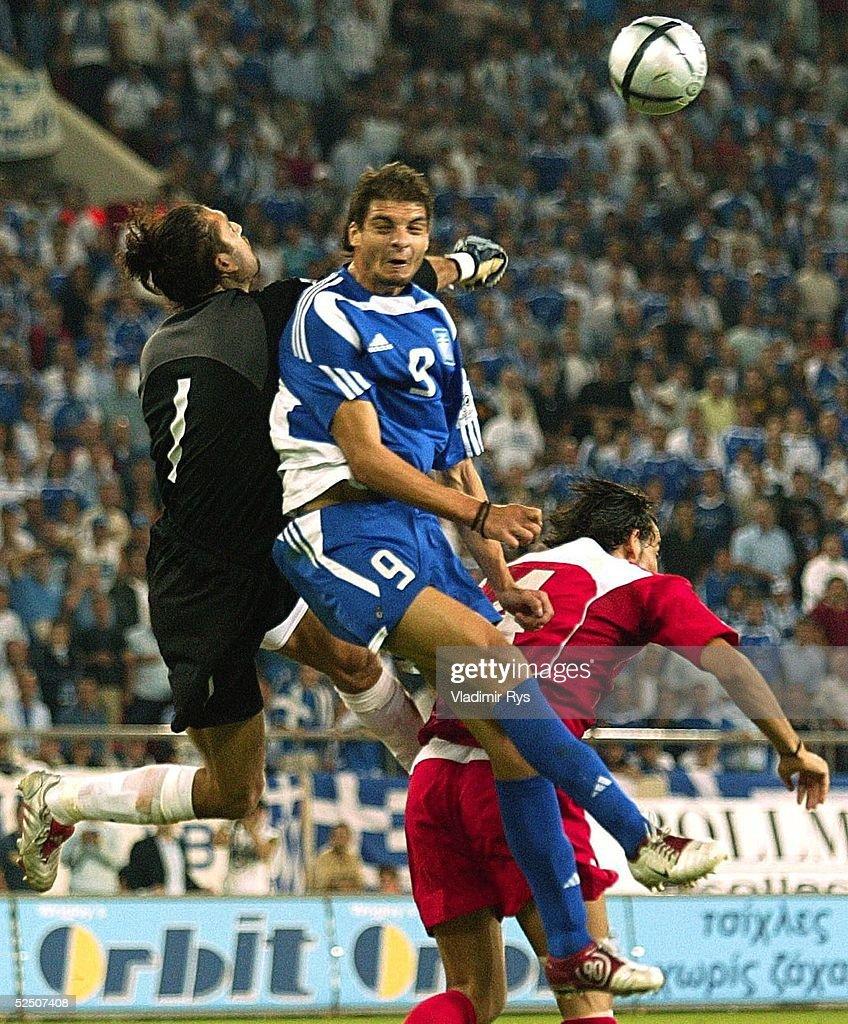 Fussball: WM Qualifikation 2004, GRE-TUR : News Photo