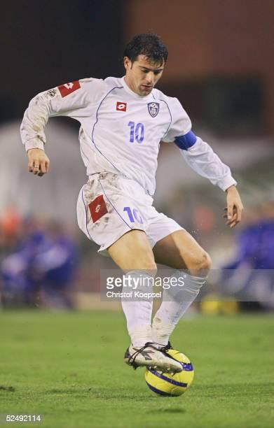 Fussball WM Qualifikation 2004 Bruessel Belgien Serbien und Montenegro 02 Dejan STANKOVIC / SCG 171104