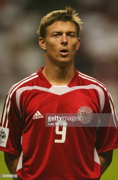 Fussball WM Qualifikation 2004 Kopenhagen Daenemark Ukraine Jon DAHL TOMASSON / DEN 040904
