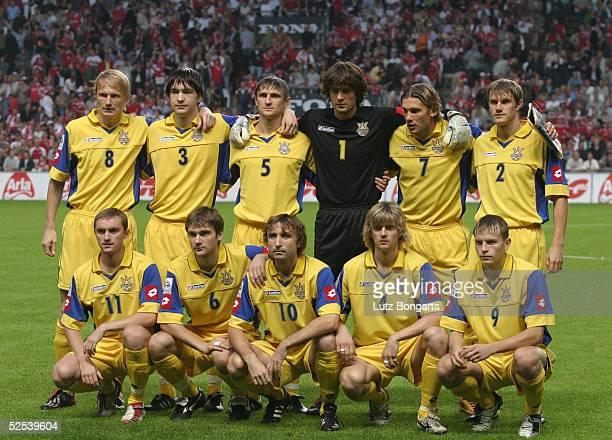 Fussball WM Qualifikation 2004 Kopenhagen Daenemark Ukraine Team UKR / Mannschaftsfoto hinten vl Andrej GUSIN Andrej RUSOL Volodymyr YESERSKY Torwart...