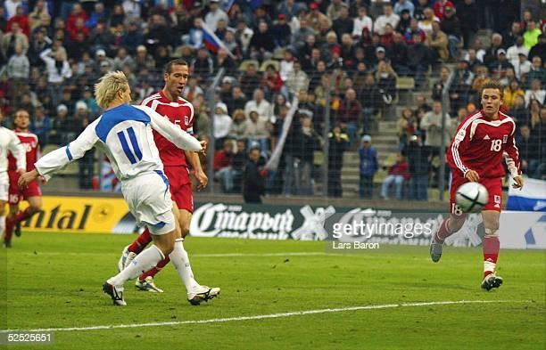 Fussball WM Qualifikation 2004 Luxemburg Luxemburg Russland 04 Tor zum 04 durch Dmitry SYCHEV / RUS keine Chance fuer Jeff STRASSER und Tom SCHNELL /...