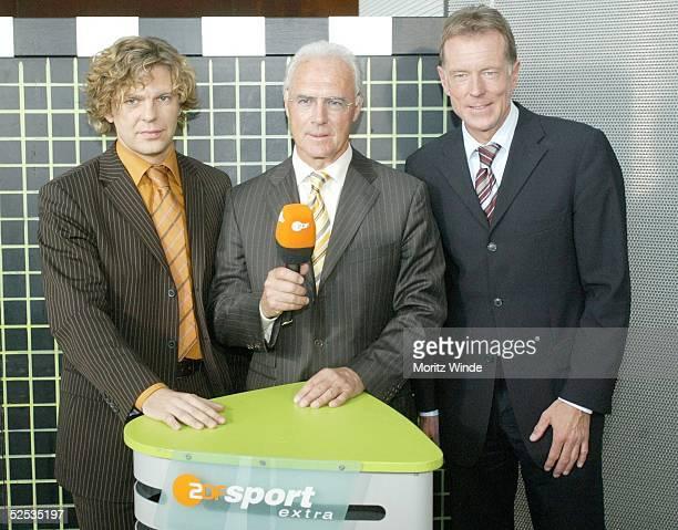 Fussball ZDF Konzept zur EM 2004 Berlin ZDFModerator Michael STEINBRECHER Franz BECKENBAUER ZDFSportchef WolfDieter POSCHMANN 270404