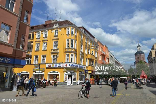 Fussgaengerzone CarlSchurzStrasse Altstadt Spandau Berlin Deutschland / Fussgängerzone