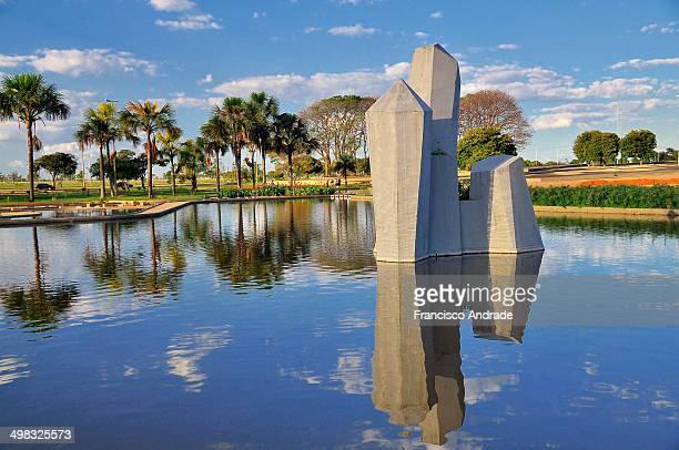 CONTENT] A futurista Praça dos Cristais Setor Militar Urbano projeto do paisagista Burle Marx Brasilia Brasil Futuristic of Crystals Square Urban...
