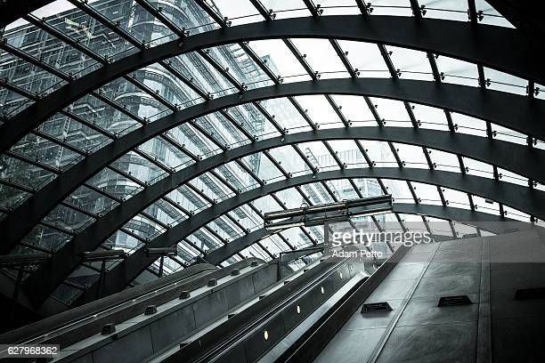 futuristic architecture at canary wharf, city of london, uk - canary wharf stock photos and pictures