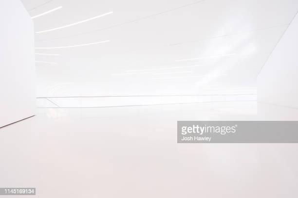 futuristic empty room, 3d rendering - geografische lage stock-fotos und bilder