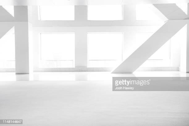 futuristic empty room, 3d rendering - schrägansicht stock-fotos und bilder