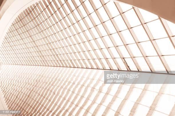 futuristic empty room, 3d rendering - advertising column stock-fotos und bilder