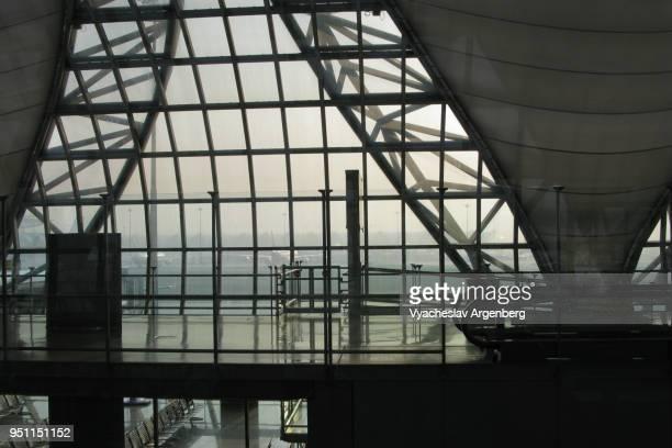 futuristic halls of suvarnabhumi airport, bangkok international airport - argenberg stock pictures, royalty-free photos & images