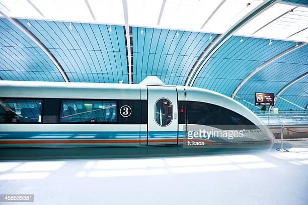futuristische high-speed-zug in china - u bahnzug stock-fotos und bilder