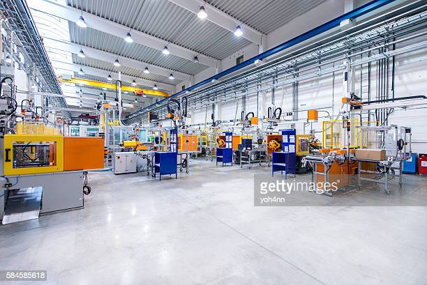 futuristic machinery in production line - werkplaats stockfoto's en -beelden