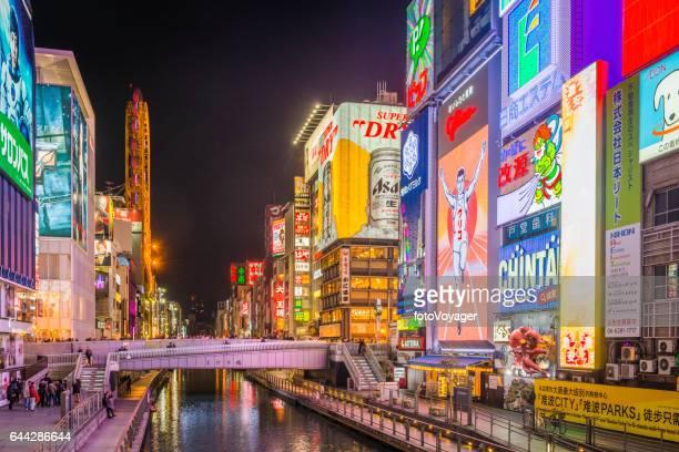 Futuristische Neon Nacht Stadt bunten Werbetafeln beleuchtet Dotonbori Osaka Japan