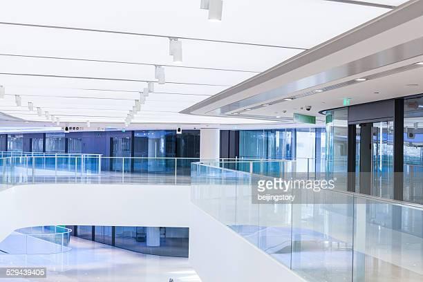 未来的なオフィスビル