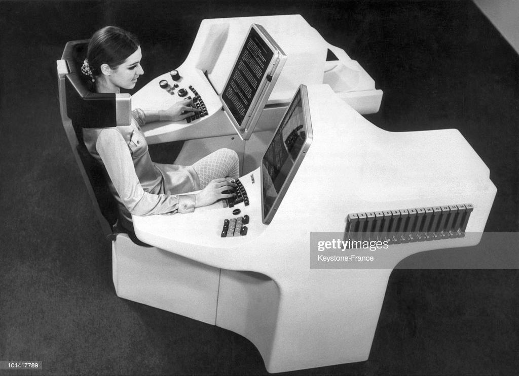 A Futurist Desk In Hanover In 1969 : News Photo
