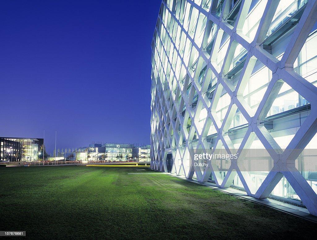Futuristische office park in der Nacht. : Stock-Foto