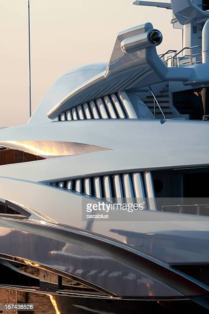 le futur super yacht détail - yacht de luxe photos et images de collection