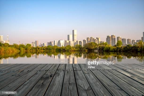 fuzhou city, china's riverside city scenery at sunrise - flussufer stock-fotos und bilder