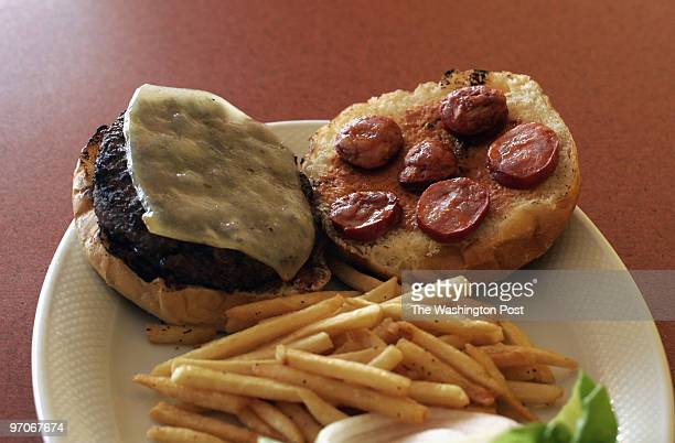 Flavor25 DATE: September 26, 2007 CREDIT: Carol Guzy/The Washington Post McLean VA Joe's Gourmet Burgers. The Joe's burger