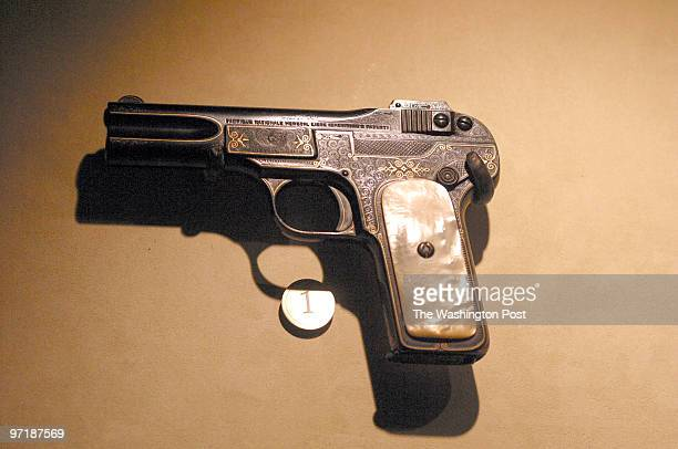 fx/museum DATE 01/16/04 CREDIT Larry Morris/TWP NEG NUMBER151332 Arlington VA A pistol that Teddy Roosevelt kept next to his bed on display at the...