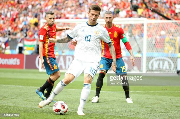 Fyodor Smolov of Russia between Jordi Alba and Sergio Ramos of Spain during the 2018 FIFA World Cup Russia Round of 16 match between Spain and Russia...