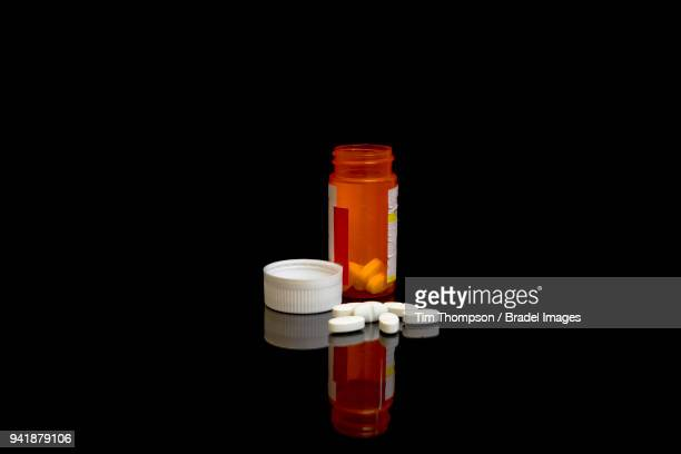 gabapentin the new opioid - pill bottle stock pictures, royalty-free photos & images