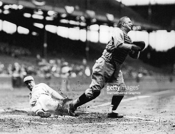 ST LOUIS SEPTEMBER 27 1935 Gabby Hartnett catcher for the Chicago Cubs helps his team win the National League pennant with a putout during the...