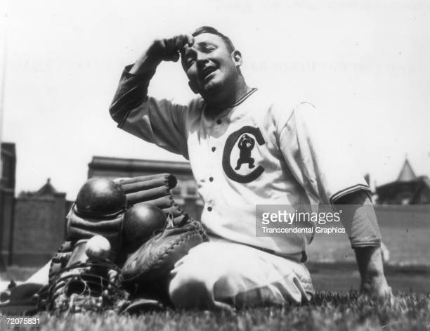 CHICAGO AUGUST 13 1934 Gabby Hartnett catcher for the Chicago Cubs shows off his twenty five pounds of equipment during a heat wave in Chicago in...