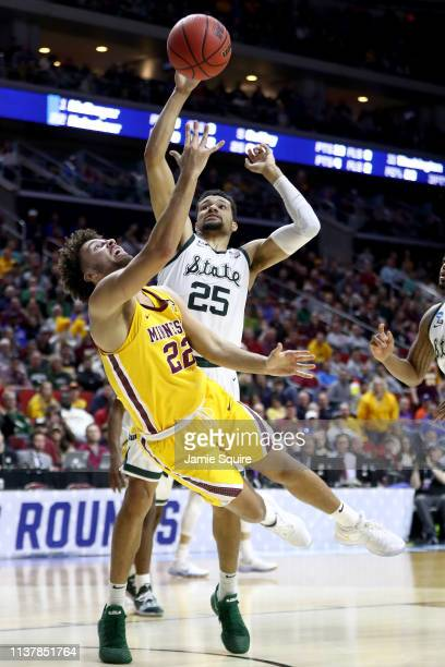 Gabe Kalscheur of the Minnesota Golden Gophers shoots the ball against Kenny Goins of the Michigan State Spartans during the second half in the...