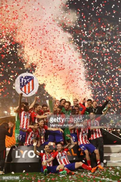 Gabi and Fernando Torres of Atletico Madrid lift the trophy with their team-mates at the end of the UEFA Europa League Final between Olympique de...