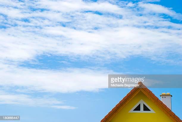gable underneath blue sky - michaela du toit photos et images de collection