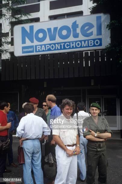 Gabon mai 1990 Vague de violences à PortGentil contre le président Omar Bongo après la mort suspecte de Joseph Rendjambe leader de l'opposition Ici...