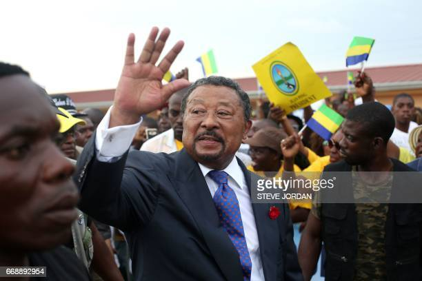 Gabon opposition leader Jean Ping waves to the crowd of supporters gathered in Libreville on April 15 2017 / AFP PHOTO / STEVE JORDAN