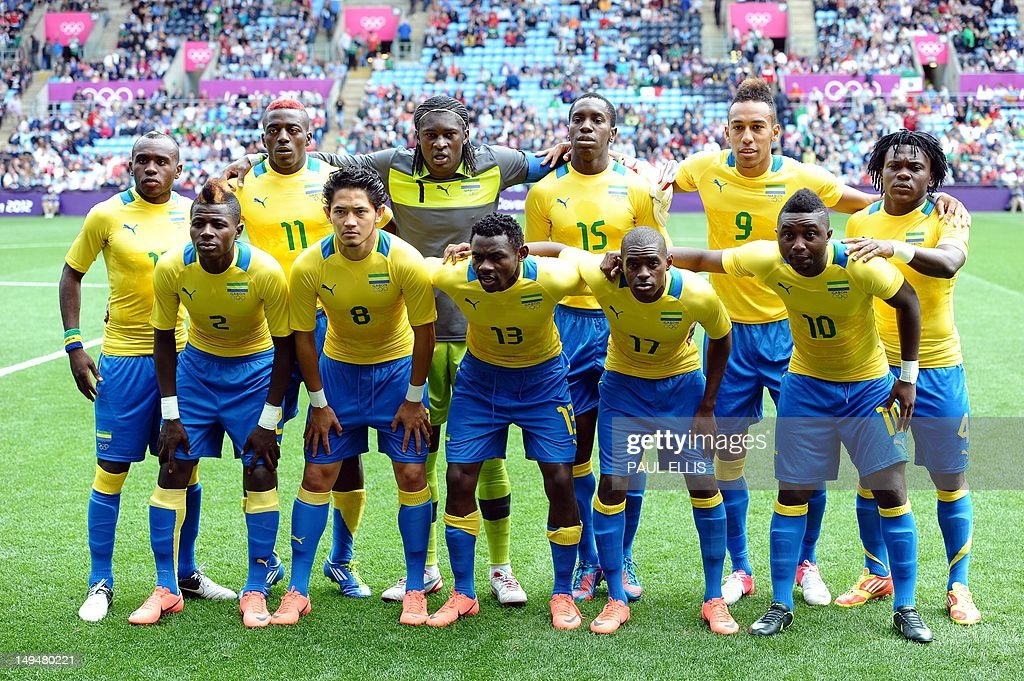 Gabon's players pose for a family pictur : ニュース写真