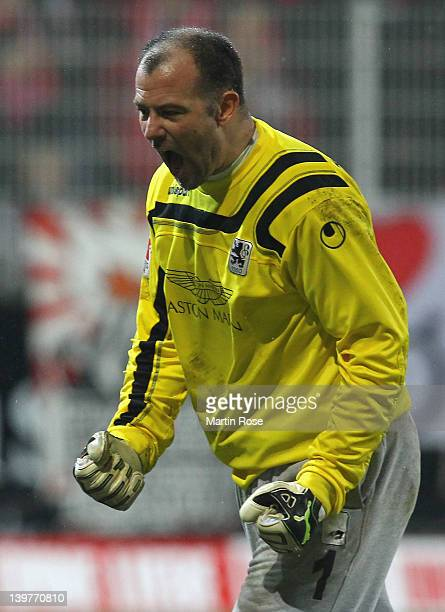 Gabor Kiraly, goalkeeper of Muenchen celebrates after the Second Bundesliga match between 1.FC Union Berlin and 1860 Muenchen at Stadion an der Alten...