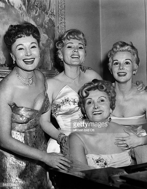 Gabor Zsa Zsa *Actress Hungary / USAfrom left to right the sisters Magda Zsa Zsaand Eva Gabor with their mother Jolie in front 1956 1958