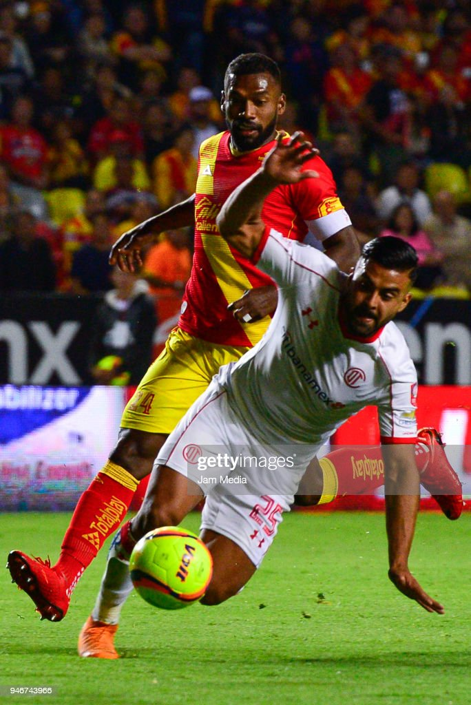 Gabriel Achilier (L) of Morelia and Pedro Canelo (R) of Toluca fight for the ball during the 15th round match between Morelia and Toluca as part of the Torneo Clausura 2018 Liga MX at Jose Maria Morelos Stadium on April 14, 2018 in Morelia, Mexico.