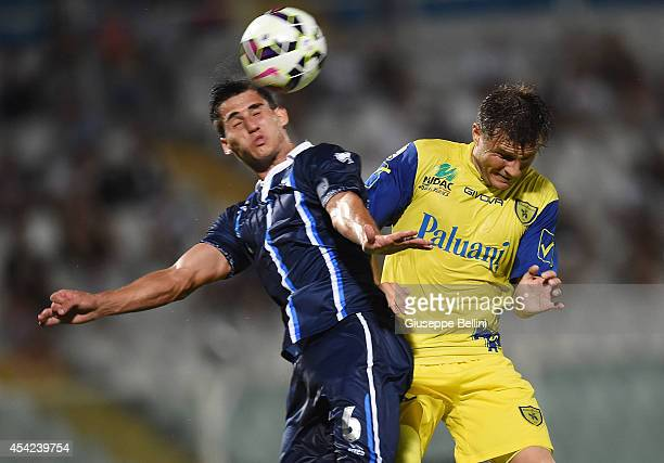 Gabriel Appelt Pires of Pescara and Perparim Hetemaj of Chievo Verona in action during the TIM Cup match between Pescara Calcio and AC Chievo Verona...