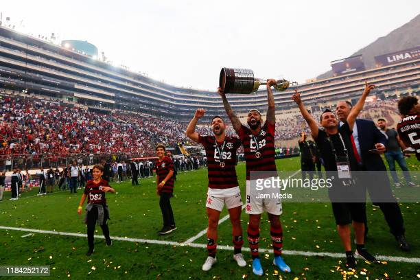 Gabriel Barbosa and Diego Ribas of Flamengo celebrates with the tropy after winning the final match of Copa CONMEBOL Libertadores 2019 between...
