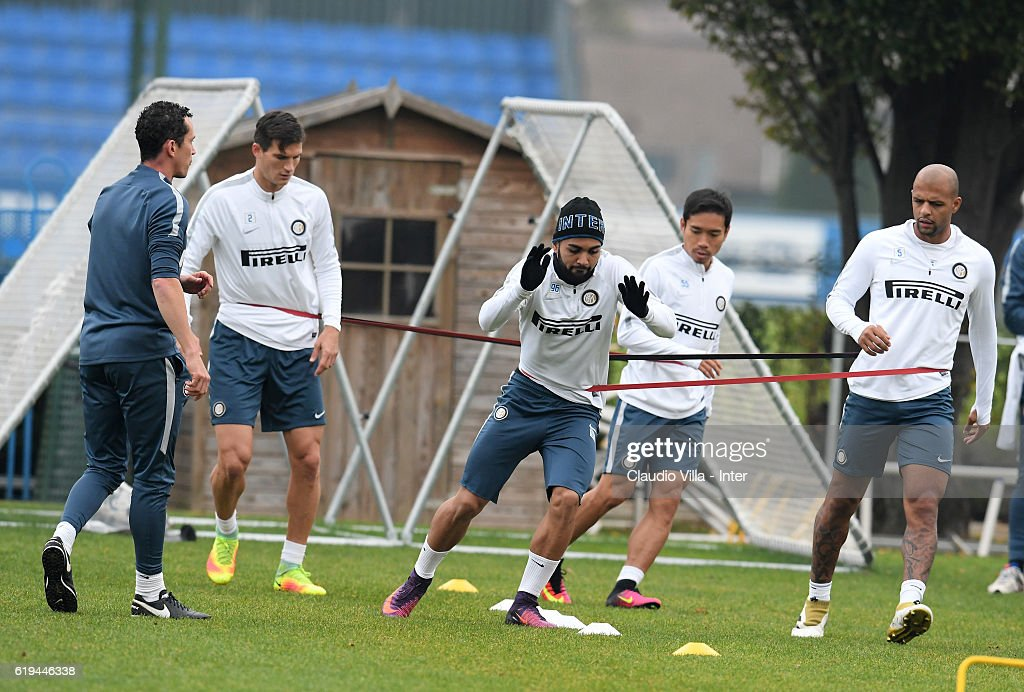 Gabriel Barbosa of FC Internazionale (C) in action during the FC Internazionale training session at the club's training ground at Appiano Gentile on October 31, 2016 in Como, Italy.