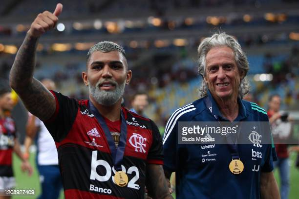 Gabriel Barbosa of Flamengo and Head coach Jorge Jesus of Flamengo celebrates after defeating Independiente del Valle by 30 at the CONMEBOL Recopa...