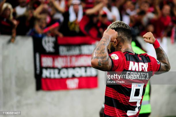 Gabriel Barbosa of Flamengo celebrates after scoring the second goal of his team during a match between Flamengo and LDU Quito as part of Copa...