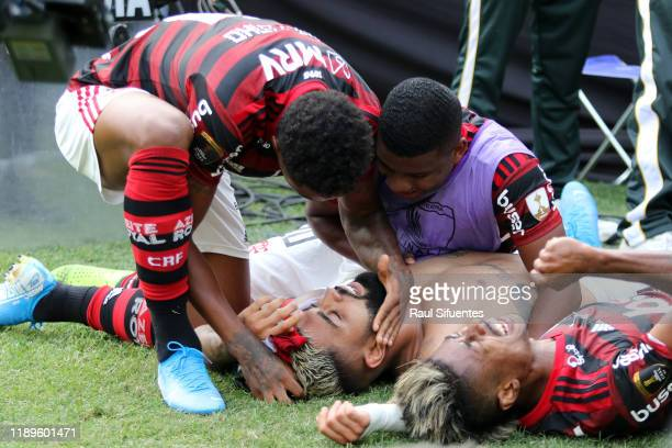 Gabriel Barbosa of Flamengo celebrates after scoring the second goal of his team with teammates during the final match of Copa CONMEBOL Libertadores...