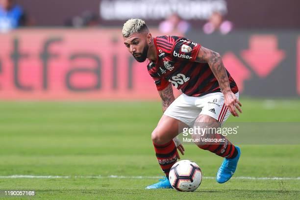Gabriel Barbosa of Flamengo controls the ball during the final match of Copa CONMEBOL Libertadores 2019 between Flamengo and River Plate at Estadio...