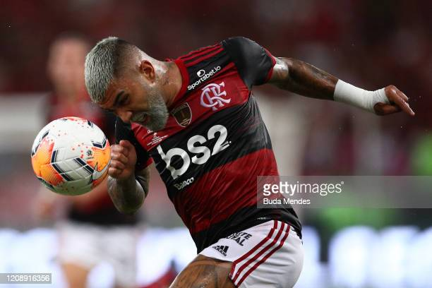 Gabriel Barbosa of Flamengo heads the ball during the second leg match between Flamengo and Independiente del Valle as part of Recopa Sudamericana...