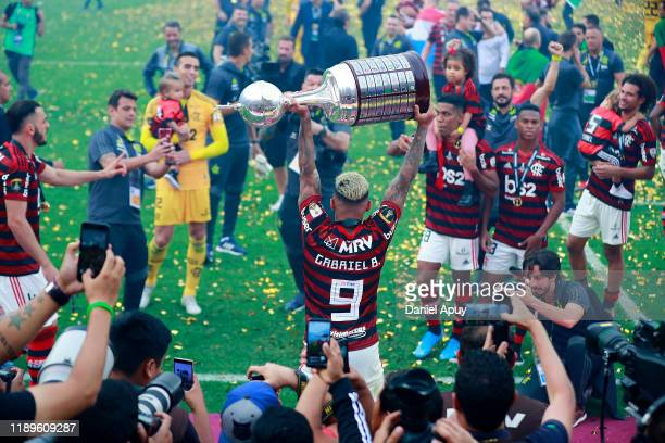 Gabriel Barbosa of Flamengo lifts the trophy after winning the final match of Copa CONMEBOL Libertadores 2019 between Flamengo and River Plate at...