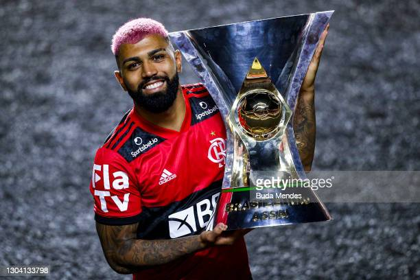 Gabriel Barbosa of Flamengo poses with the champions trophy after a match between Sao Paulo and Flamengo as part of 2020 Brasileirao Series A at...