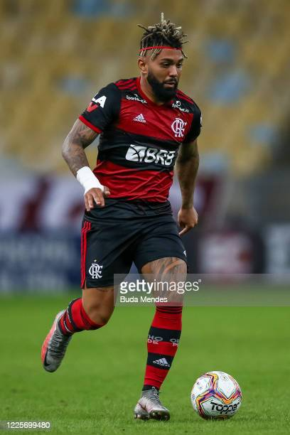 Gabriel Barbosa of Flamengo runs with the ball during the match between Flamengo and Fluminense as part of the Taca Rio the Second Leg of the Carioca...