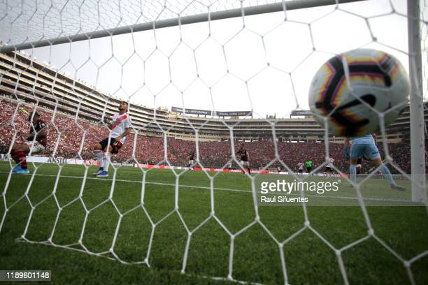 Gabriel Barbosa of Flamengo scores the first goal of his team during the final match of Copa CONMEBOL Libertadores 2019 between Flamengo and River...
